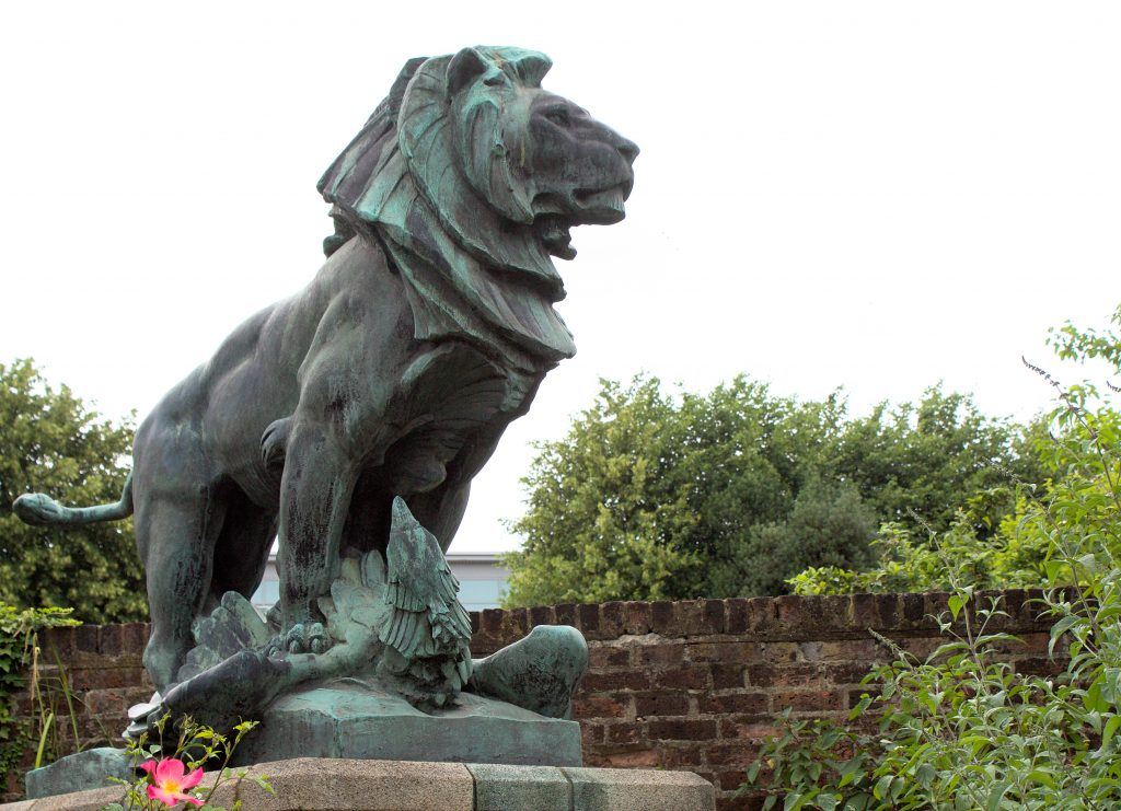 Lion and Eagle WWI memorial, Rickmansworth Rose Garden