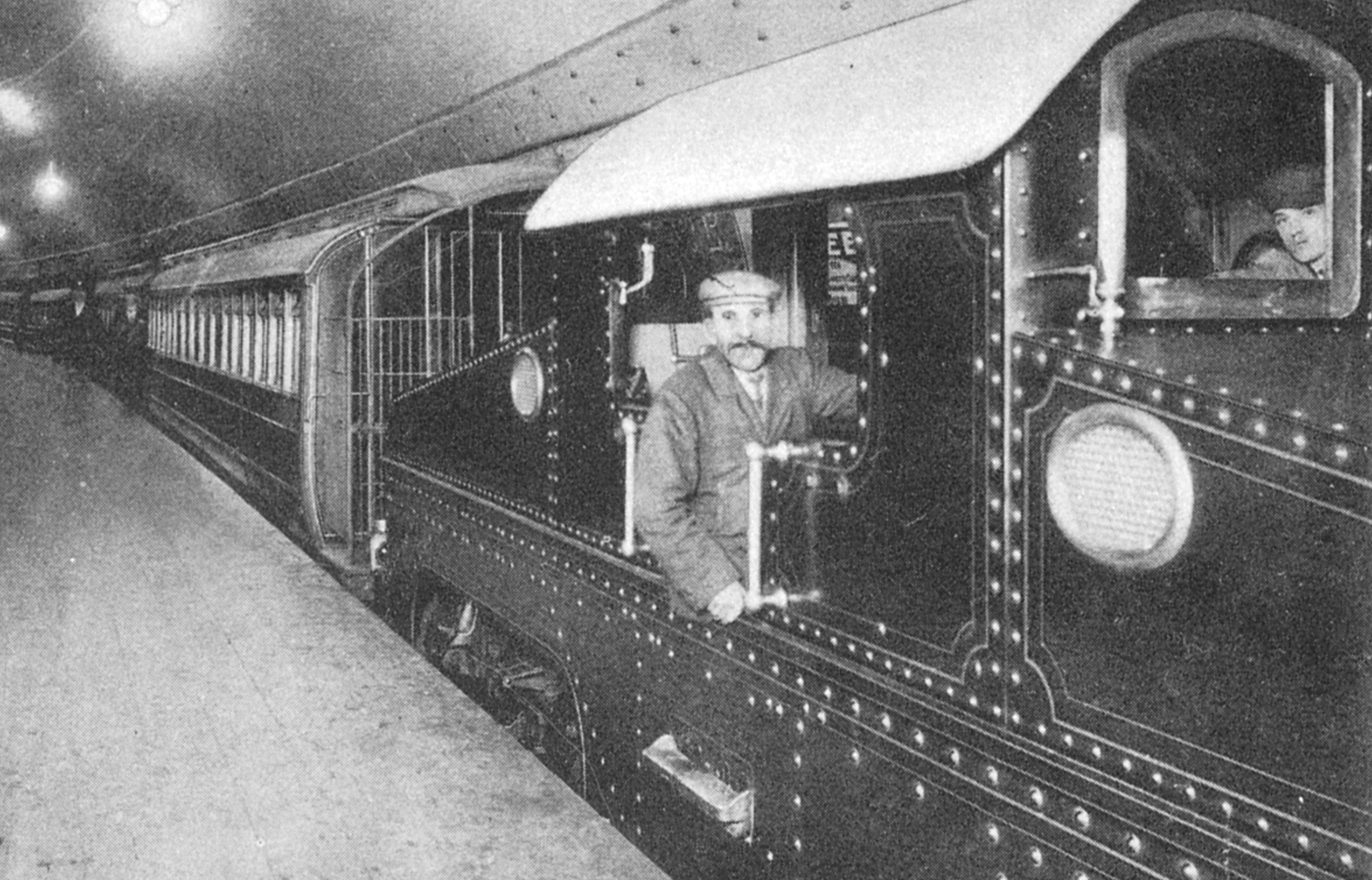 An early- and very noisy- electric locomotive on the Central London Railway