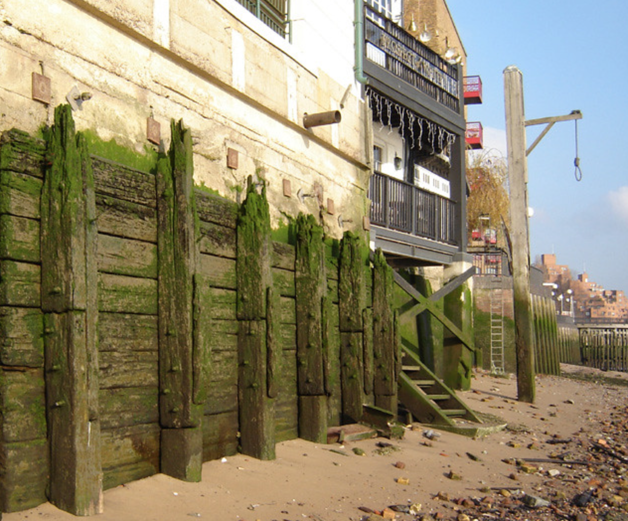 Replica gallows outside the Prospect of Whitby